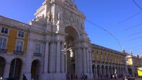 Den berömda bågen i Lissabon kallade Arca da Rua Augusta på den Comercio fyrkanten - LISSABON/PORTUGAL - JUNI 14, 2017 arkivfilmer