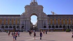 Den berömda bågen i Lissabon kallade Arca da Rua Augusta på den Comercio fyrkanten - LISSABON/PORTUGAL - JUNI 14, 2017 lager videofilmer