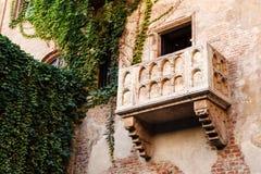 Den berömda balkongen av den Juliet Capulet utgångspunkten Fotografering för Bildbyråer