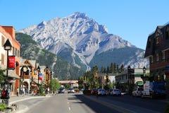 Den berömda Banff avenyn i den Banff nationalparken royaltyfria foton