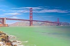 Den berömda bron för Golden Gatevärld i den San Francisco staden, Kalifornien Arkivbilder