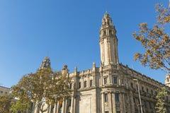 Den berömda centrala stolpen - kontorsbyggnad i staden av Barcelona Royaltyfri Foto