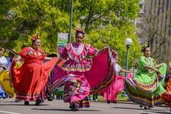 Den berömda Cinco de Mayo Parade royaltyfria bilder
