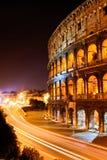 Den berömda Colosseum nattsikten Arkivfoto