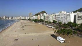 Den berömda Copacabana stranden i Rio de Janeiro Brasilien Sydamerika arkivfilmer
