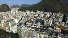 Den berömda Copacabana stranden i Rio de Janeiro Brasilien Sydamerika stock video