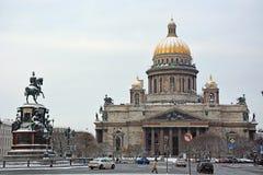Den berömda domkyrkan för St Isaac Royaltyfria Bilder