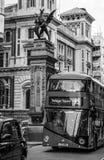 Den berömda drangonstatyn som indikerar gränsen av staden av London - LONDON - STORBRITANNIEN - SEPTEMBER 19, 2016 Arkivbilder