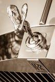 Den berömda emblemanden av extas på den Rolls Royce silveranden royaltyfri fotografi