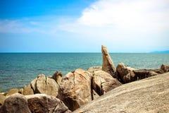 Den berömda farfadern vaggar på den Lamai stranden Koh Samui Arkivbild