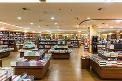Den berömda internationalen bokar till salu i boklager Fotografering för Bildbyråer