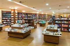 Den berömda internationalen bokar till salu i boklager Arkivbild