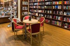 Den berömda internationalen bokar till salu i boklager Arkivfoton