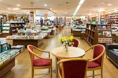 Den berömda internationalen bokar till salu i boklager Royaltyfria Foton