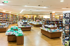 Den berömda internationalen bokar till salu i boklager Royaltyfria Bilder