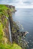 Den berömda kilten vaggar, havsklippan i norr östliga Trotternish, ö av Skye, Skottland royaltyfri foto
