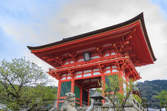 Den berömda Kiyomizu deratemplet Royaltyfri Bild