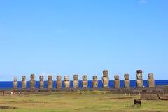 Den berömda moaien femton på Ahu Tongariki, påskö Royaltyfri Bild