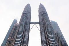 Den berömda Petronasen står högt i Kuala Lumpur, Malaysia Fotografering för Bildbyråer