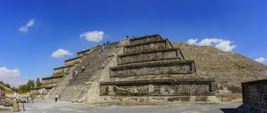 Den berömda pyramiden av solen Arkivfoton