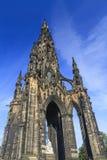 Den berömda Scott Monument och den blåa himlen Royaltyfria Foton