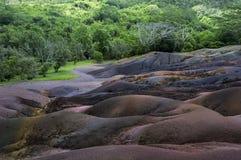 Den berömda sju-färgade lavan i det Chamarel områdesinlandet Arkivfoto