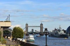 Den berömda tornbron - den London bron - Förenade kungariket Arkivbilder