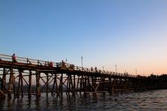 Den berömda träbron av den Sangkhaburi sikten Arkivfoto