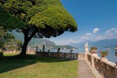 Den berömda trädgården av Villa Del Balbianello royaltyfri bild