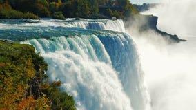 Den berömda vattenfallet Niagara Falls, en populär fläck bland turister från över hela världen Sikten från amerikanen arkivfilmer