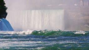 Den berömda vattenfallet Niagara Falls, en populär fläck bland turister från över hela världen Sikten från amerikanen lager videofilmer