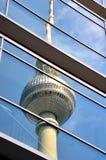 Den Berlin TV:N står hög Arkivfoton