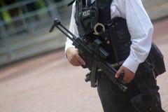 Den beväpnade polisen London England för britt Arkivbild