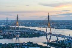 Den Bhumibol bron av Thailand Arkivbilder