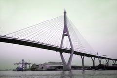 Den Bhumibol bron kallade också den Industriell Ringa bron Arkivbild