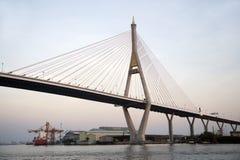 Den Bhumibol bron kallade också den Industriell Ringa bron Royaltyfri Fotografi