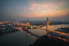 Den Bhumibol bron som är bekant som den industriella Ring Road Bridge, är också Royaltyfri Foto