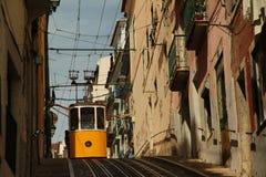 Den Bica bergbanan på Barrioalten Lissabon Arkivfoton