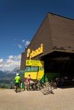 Den Bikepark starten på Planai skidar areal på Augusti 15, 2017 i Schladming, Österrike Royaltyfria Bilder