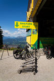 Den Bikepark starten på Planai skidar areal på Augusti 15, 2017 i Schladming, Österrike Royaltyfria Foton