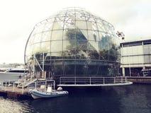 Den Biosfera kupolen i Genua är en jätte- glass boll royaltyfri bild