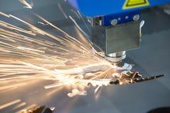 Den bitande maskinen för fiberlaser royaltyfria bilder