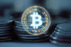 Den Bitcoin BTC logoen ledde hologramsvävande över högbunten av vanliga mynt med bunden nätverksbakgrund stock illustrationer