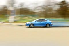 den blåa bilen fast Royaltyfri Foto