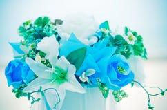 den blåa buketten blommar den romantiska skyen Arkivbild