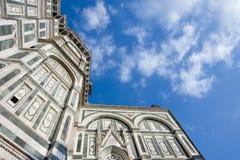 den blåa domkyrkan clouds den florence skyen arkivbild