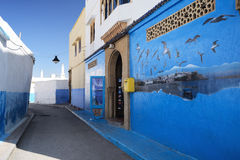 Den blåa gatan i Kasbah av Oudayasen i Rabat, Marocko Fotografering för Bildbyråer