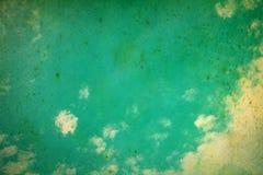 Den blåa himlen fördunklar för retro färgstil med grungetextur Royaltyfri Bild