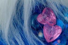 den blåa hjärtapinken för crystal exponeringsglas shapes två Arkivbild