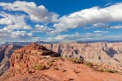 den blåa kanjonen clouds den storslagna skyen Arkivbild